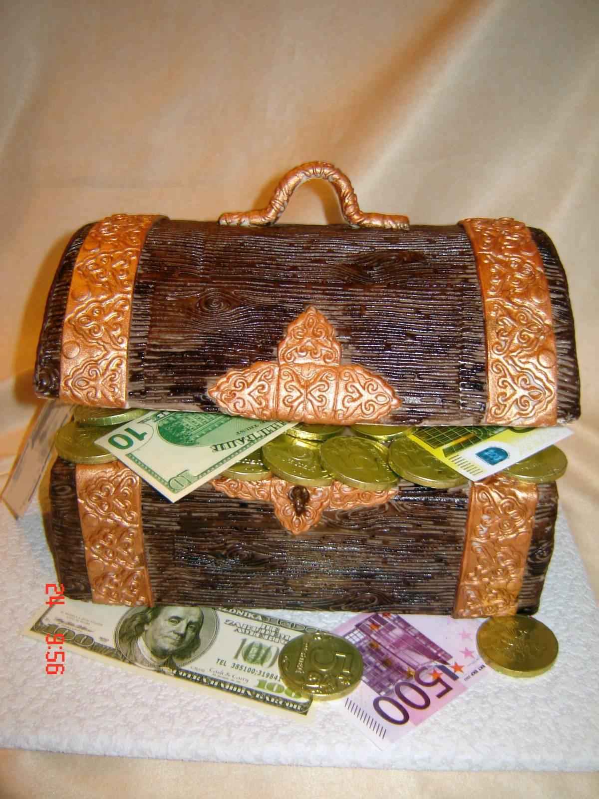 Марта старшая, открытка сундук с деньгами